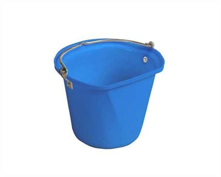 STUBBS FLAT SIDE HANGING BUCKET BLUE- 3 GALLONS /14 LITRES